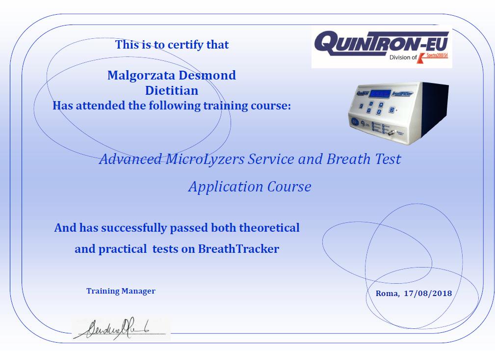 Dyplom ukończenia szkolenia na temat podstaw teoretycznych i praktycznego wykonywania testów oddechowych przez Małgorzatę Desmond na analizatorze Quintron Breathtracker SC. Szkolenie zostało przeprowadzone przez Dr Andrea Manni'ego, dyrektora oddziału Quintron na Europę.